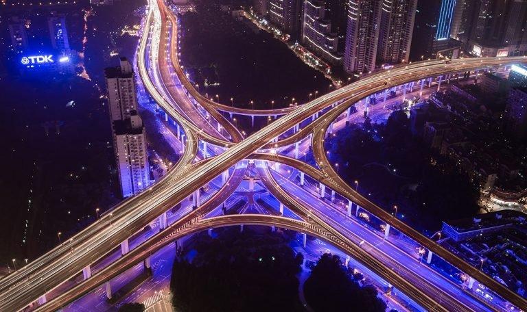 Hầu hết các hệ sinh thái thành công đều quản lý tốt độ mở của các quy tắc và quyền truy cập nhằm tối đa hóa hiệu quả tích cực của hiệu ứng mạng lưới. Ảnh: Denys Nevozhai / UnSplash.